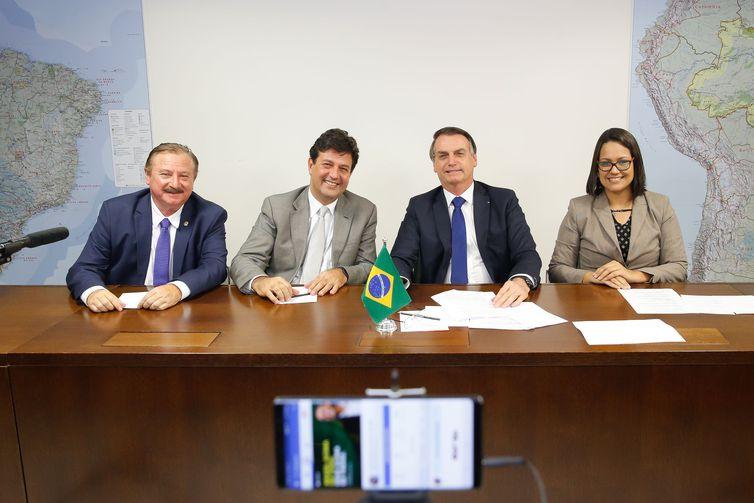 Bolsonaro quer vetar despacho de bagagem gratuita