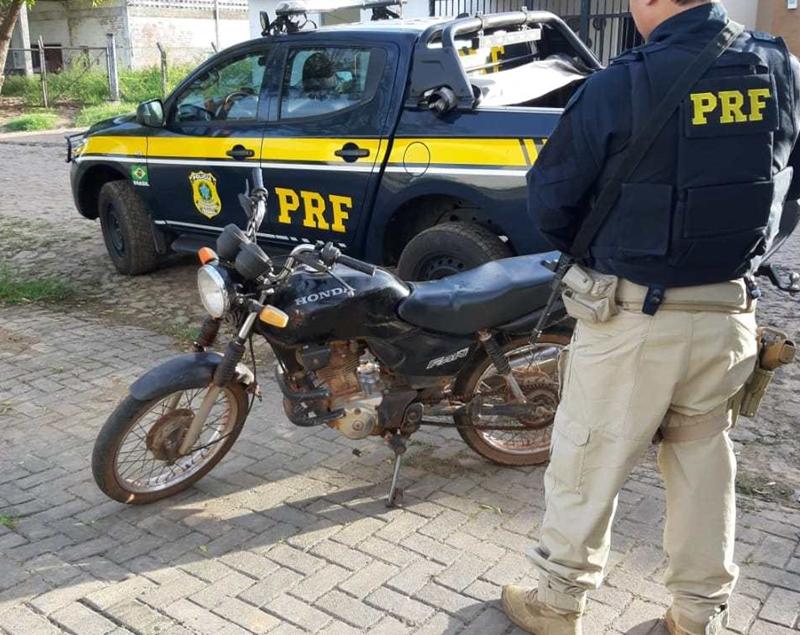 PRF recupera motocicleta roubada na BR-343 em Capitão de Campos