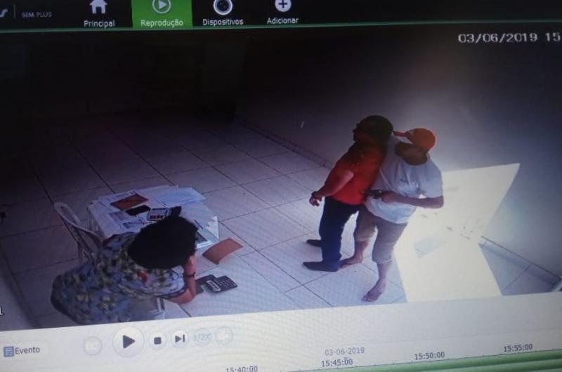 Bandidos assaltam comércio de ex-prefeito e levam R$ 5 mil