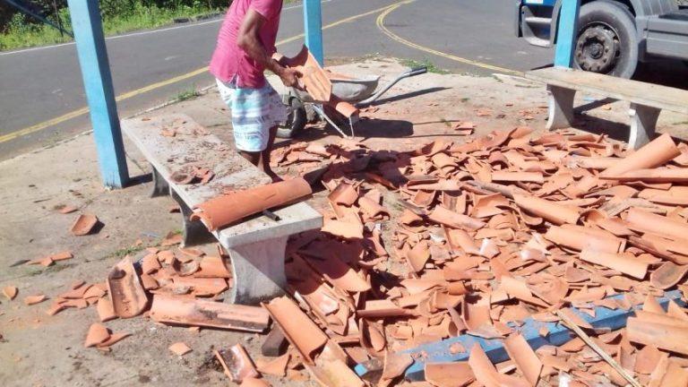 Caminhão destrói parada de ônibus no norte do Piauí