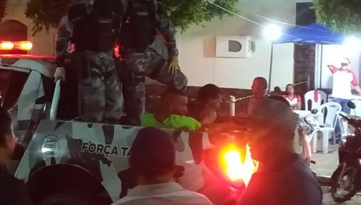 Polícia detém homens por baderna e apreende drogas e armas brancas no festejo de Santo Antonio