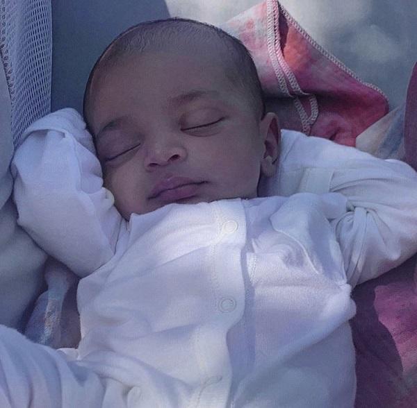 Kim Kardashian mostra pela primeira vez rosto de Psalm, seu filho mais novo