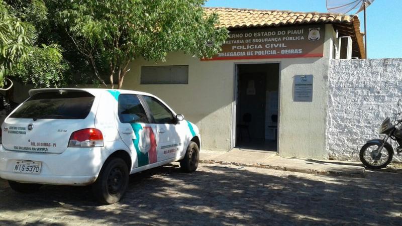 Suspeito de roubar um celular vai à delegacia e devolve aparelho no sul do Piauí