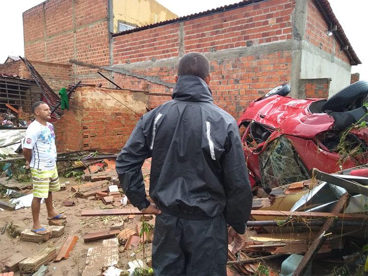 Casas destruídas por enxurrada no Parque Rodoviário começam a ser reconstruídas