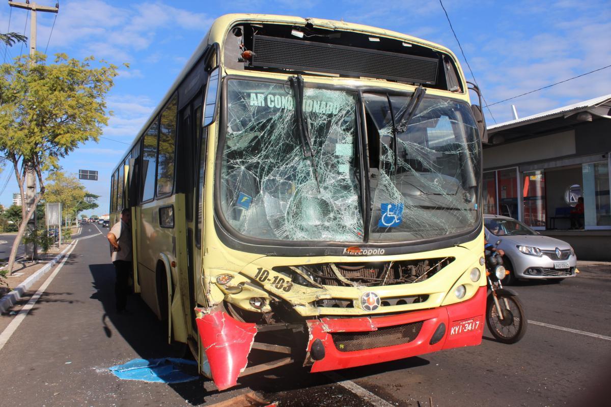Acidente com dois ônibus deixa sete pessoas feridas na zona leste de Teresina