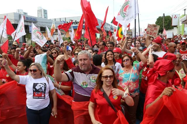 PT critica decisão do STF, e grupo propõe 'barreira humana' contra prisão