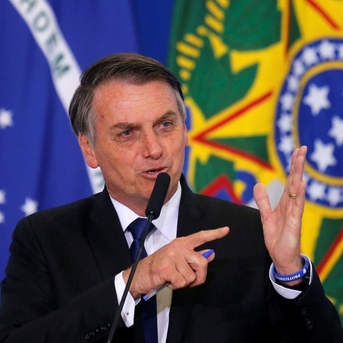 """Bolsonaro diz que Legislativo quer torná-lo """"rainha da Inglaterra"""""""