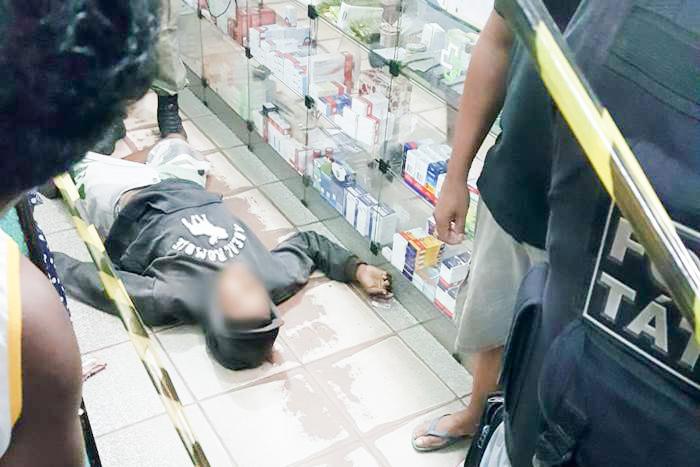 Criminoso é morto durante assalto a farmácia em Esperantina