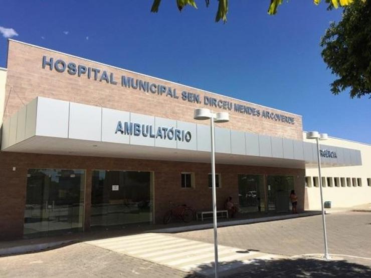 Prefeitura de Água Branca entrega matadouro e hospital reformados no aniversário da cidade