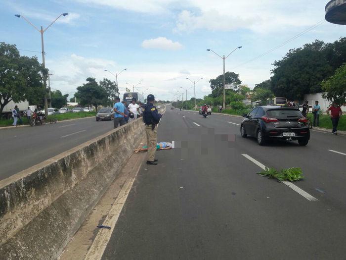 Homem é atropelado por caminhão ao atravessar BR 316