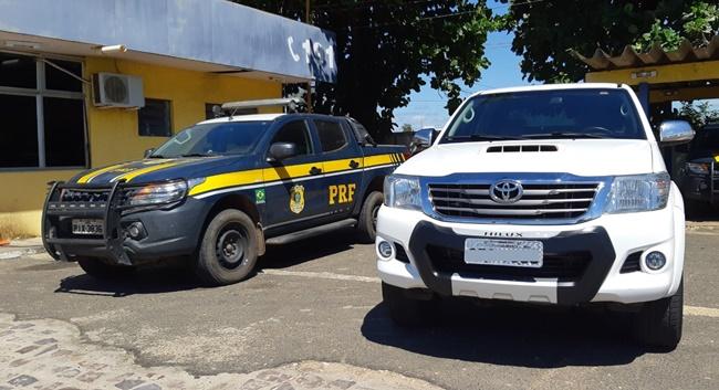 PRF apreende carro de luxo adulterado na BR-316 em Teresina