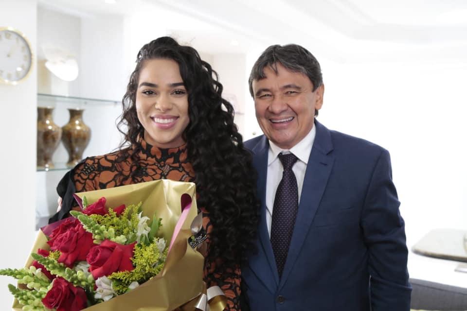 Wellington Dias recebe visita da ex-BBB piauiense Elana Valenária