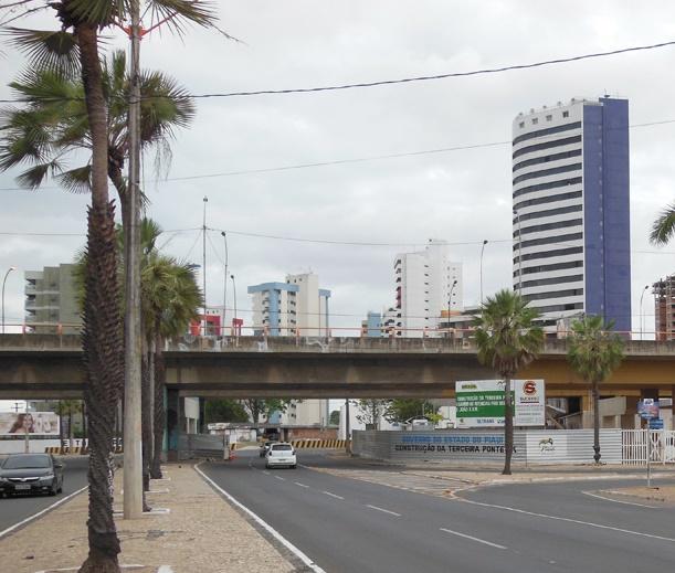 Obras causam interdição de avenida em Teresina