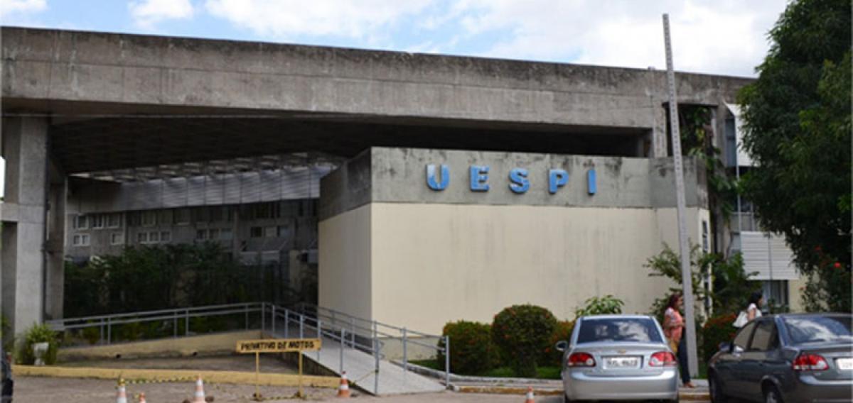 Terceirizados da Uespi paralisam alegando quatro meses sem salário