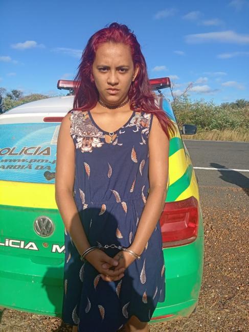 Policiais prendem mulher por tráfico de drogas na PI-143