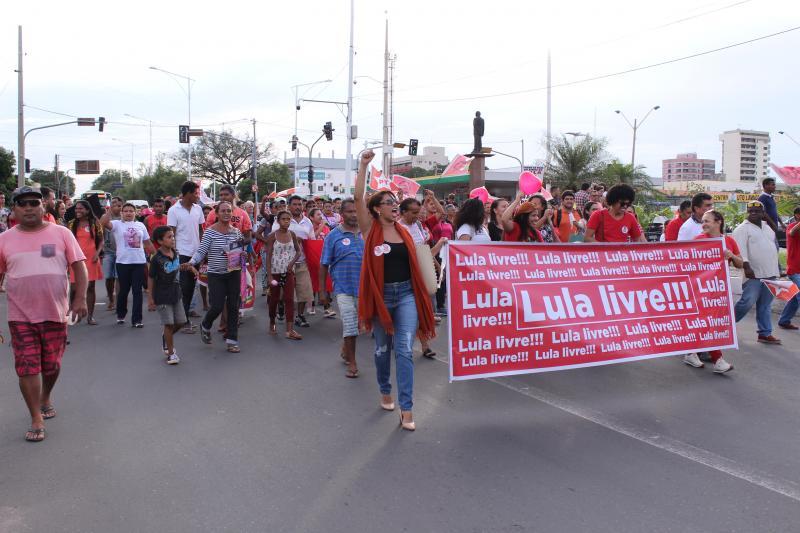 Grupos realizam passeata em apoio a Lula em todo o Piauí