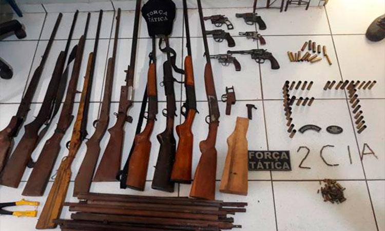 Homem é preso por vender armas em oficina clandestina