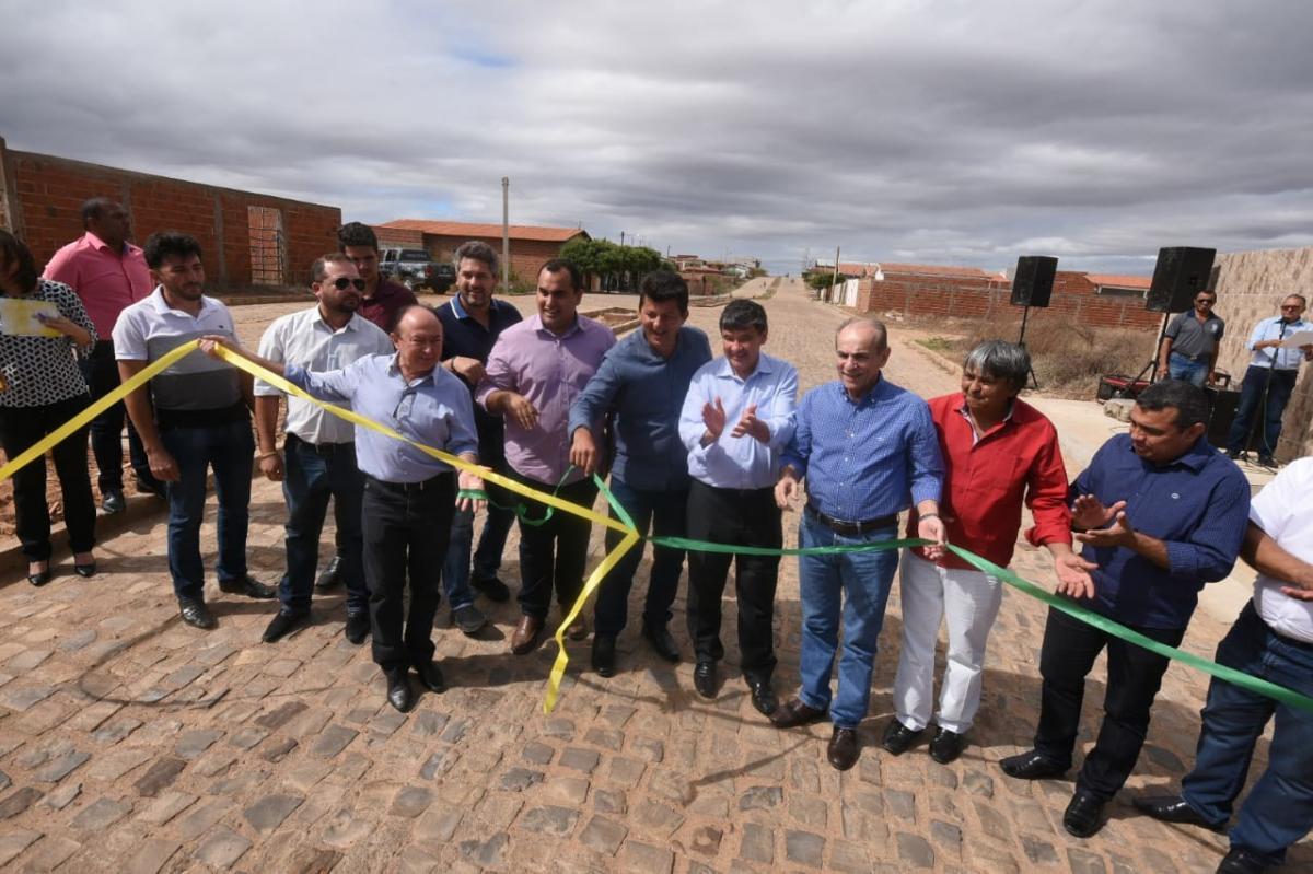 Governador inaugura obras de mobilidade no sul do Piauí