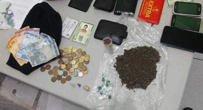 Polícia prende três homens por tráfico de drogas na zona Leste