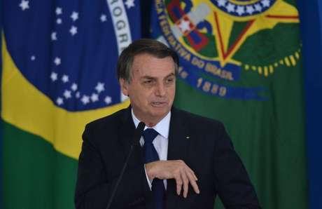 """""""Brasil precisa de quimioterapia para não perecer"""", diz Bolsonaro"""