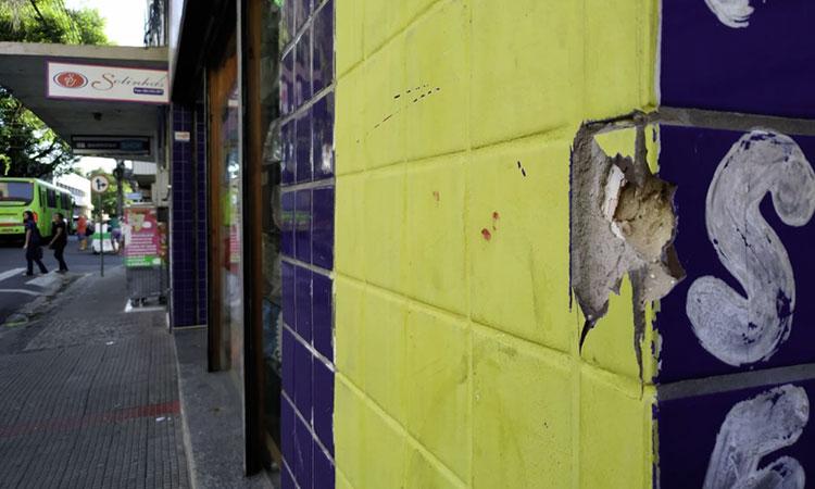 Assalto acaba em tiroteio em frente a banco no Centro de Teresina