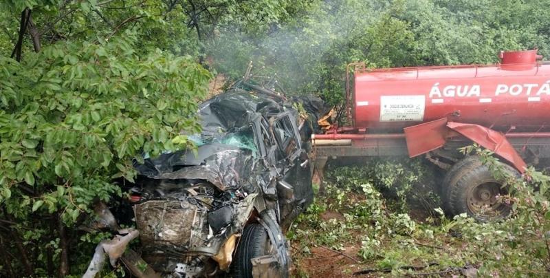 Colisão entre caminhonete e caminhão-pipa deixa seis pessoas feridas no Piauí