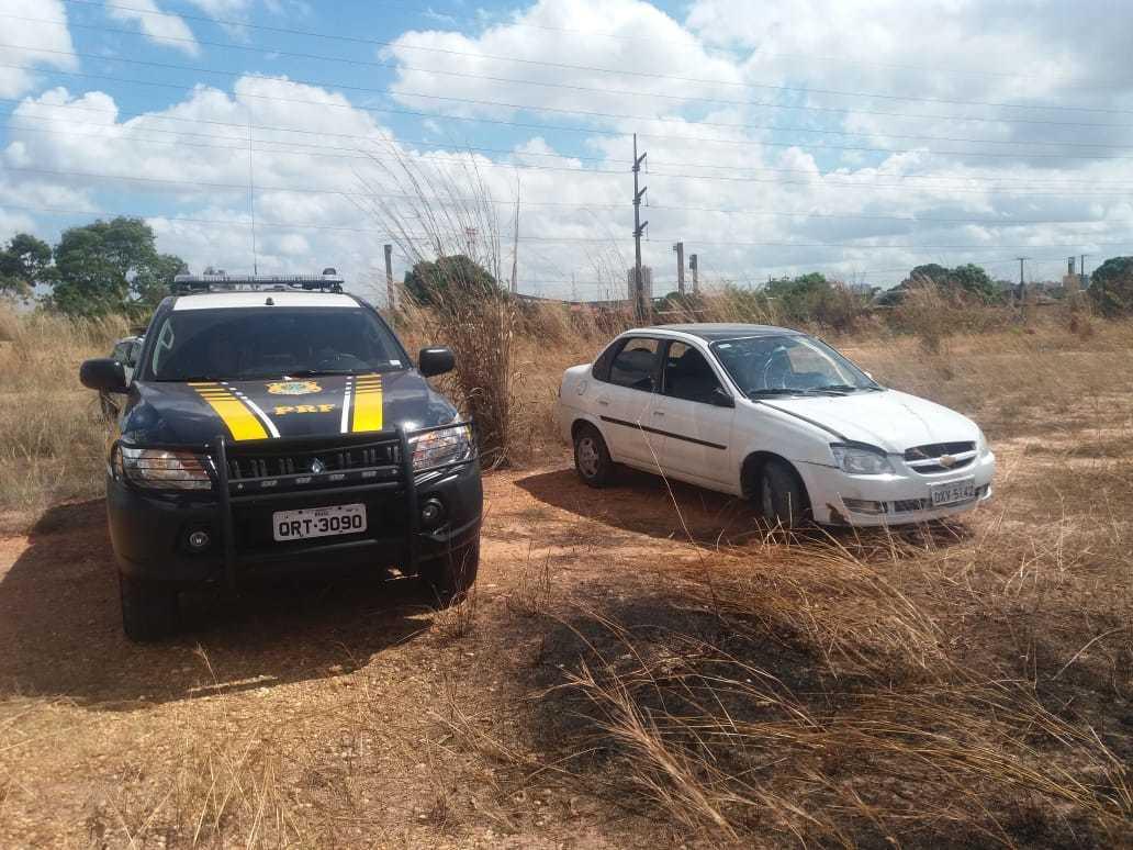 Carro roubado é recuperado pela PRF após denúncia anônima