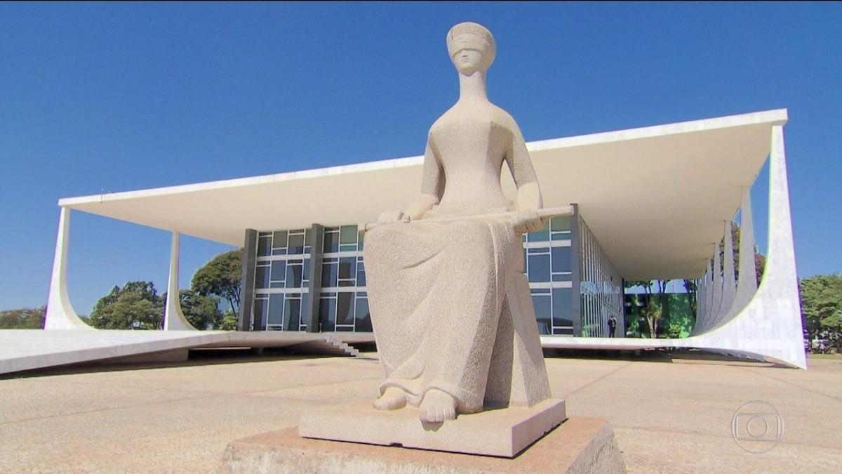 STF decide suspender investigações contra Flávio Bolsonaro