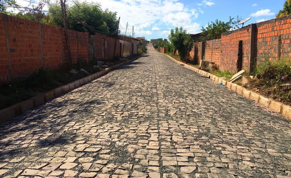 Rua do bairro Vila Nova Conquista tem pavimentação concluída