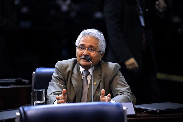 Senador Élmano alerta que aeroporto de SRN pode se transformar em depósito