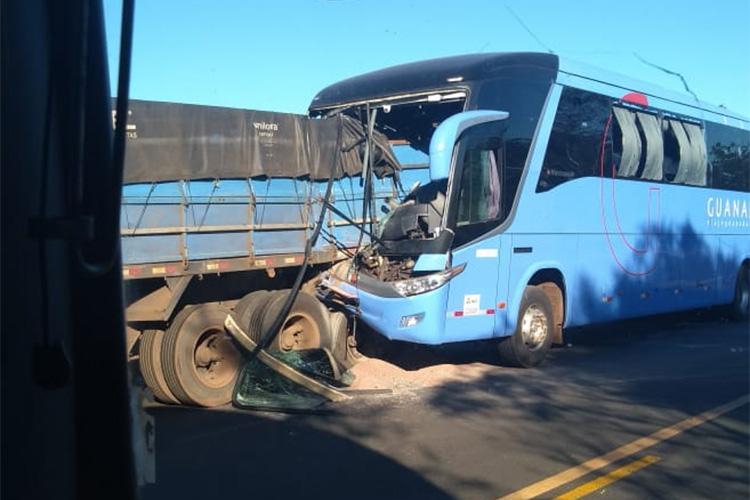 Acidente envolvendo ônibus e caminhão deixa feridos na BR-316 em Caxias (MA)