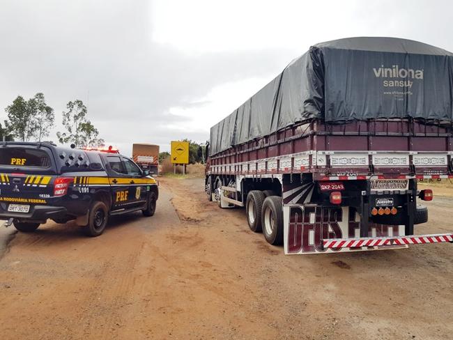 PRF apreende carga de madeira sem nota fiscal na BR 316
