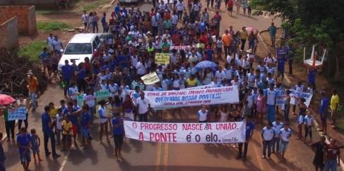 Moradores de Santa Filomena fazem passeata pedindo construção de ponte
