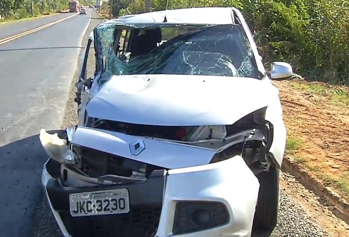 Suspeitos de assalto colidem contra caminhão durante fuga em Teresina