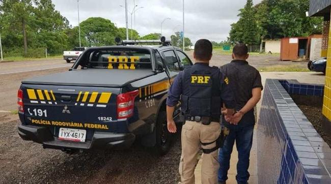 PRF prende homem com mandado de prisão em aberto na BR 343