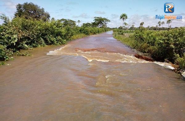 Sem estrutura, trecho da BR-222 inunda e 'corta' entre Piripiri e Batalha