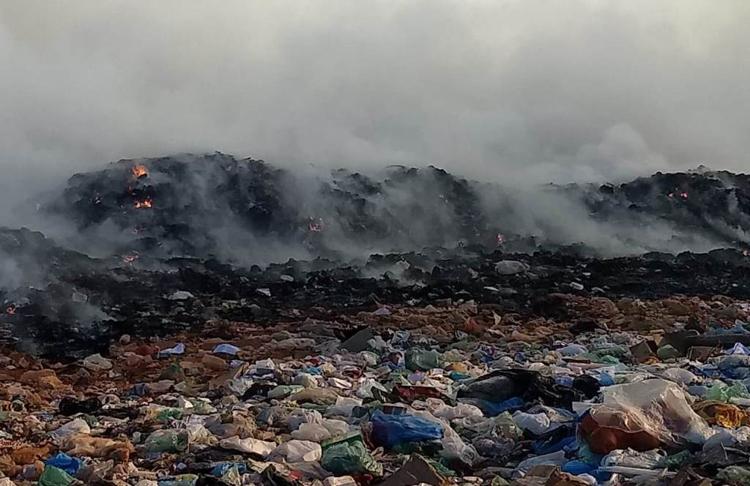 Lixão de Picos pega fogo e fumaça causa transtorno de moradores