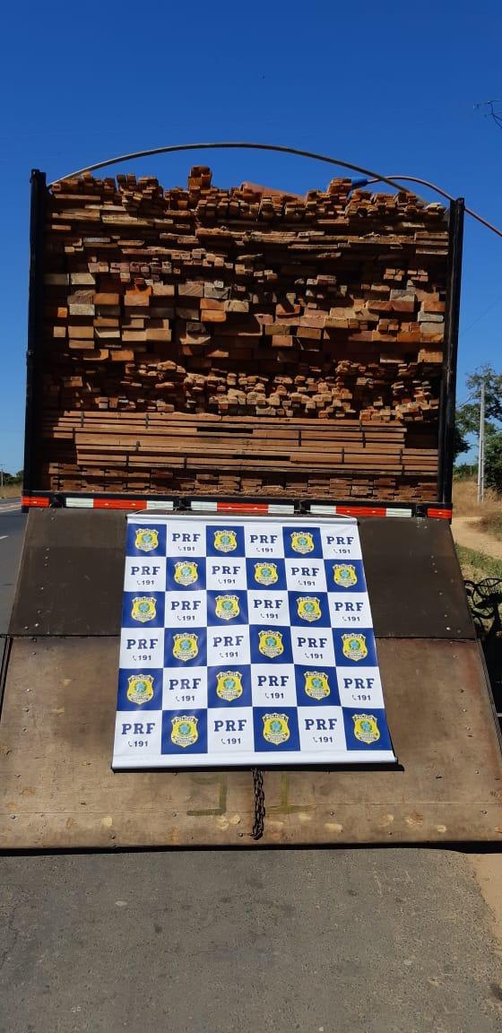 PRF apreende madeira irregular na rodovia BR-316