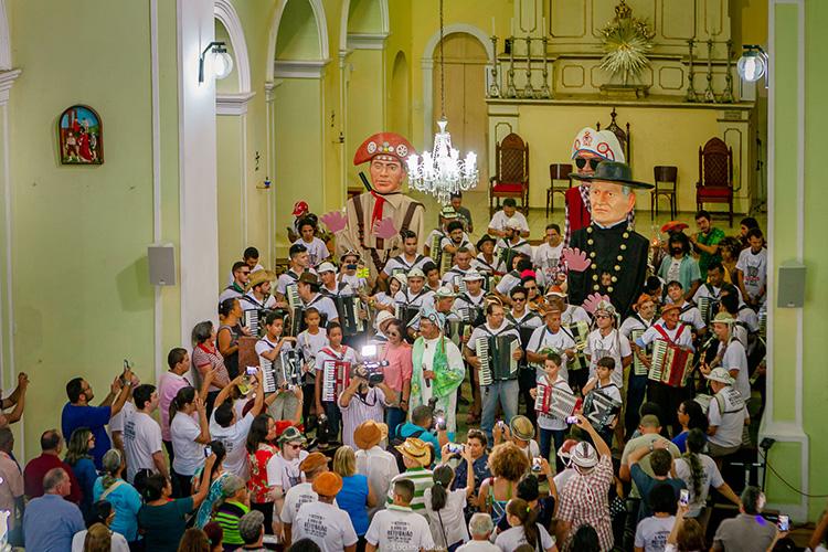 Procissão das Sanfonas recorda mortes de Luiz Gonzaga e de Raul Seixas