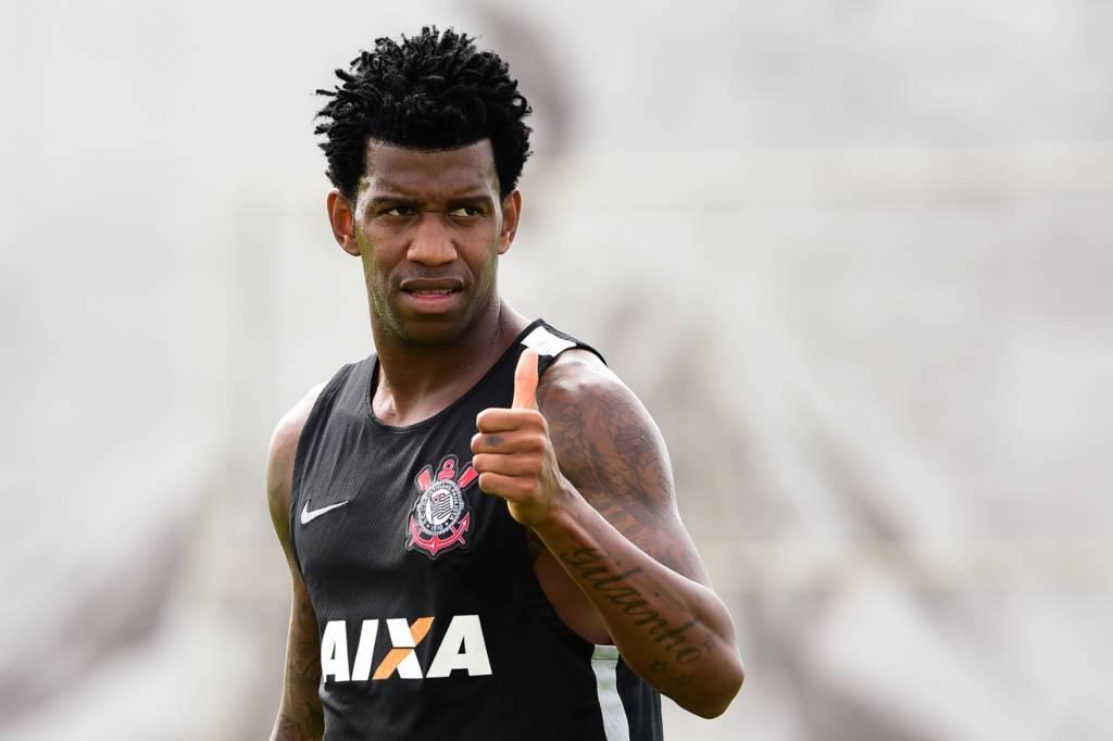 Zagueiro Gil do Corinthians afirma ter sofrido racismo durante jogo no Uruguai