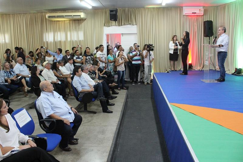 Prefeito Firmino anuncia sete novas obras na área da educação