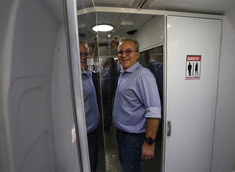 Prefeitura de Teresina implanta banheiro móvel para pessoas em situação de rua
