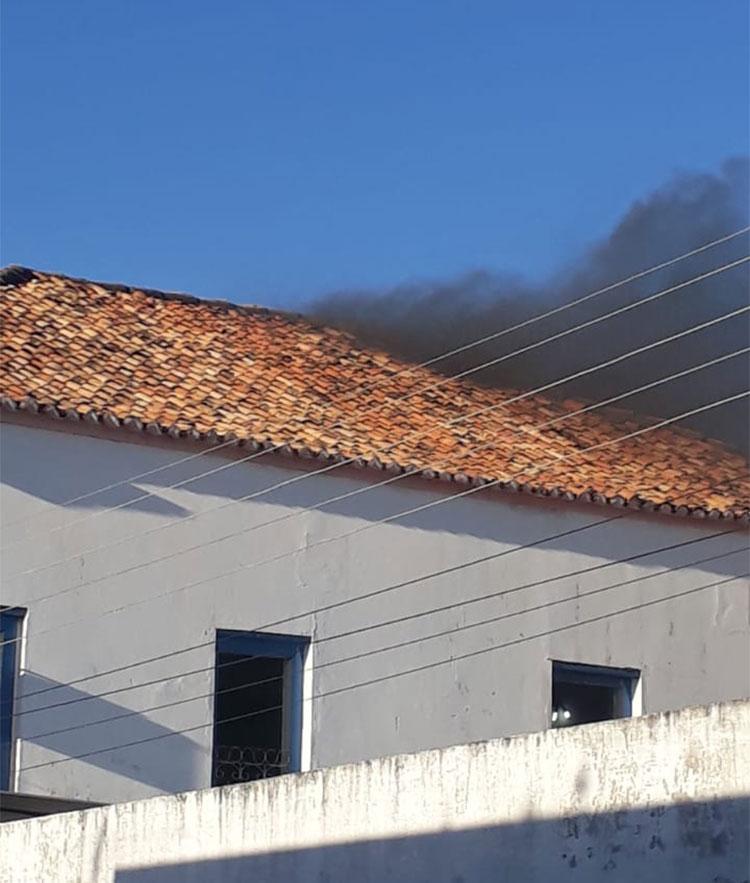 Prefeitura de Oeiras é atingida por princípio de incêndio