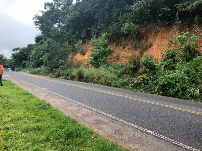 Deslizamento de terra provoca interdição de trecho da PI-113