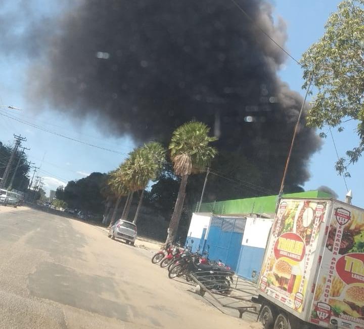Incêndio atinge fábrica de borracha na zona Sul de Teresina