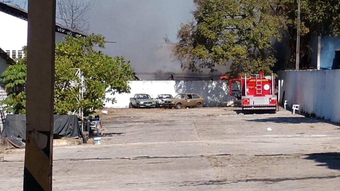 Incêndio atinge, pela segunda vez, revendedora de sandálias na Zona Sul de Teresina