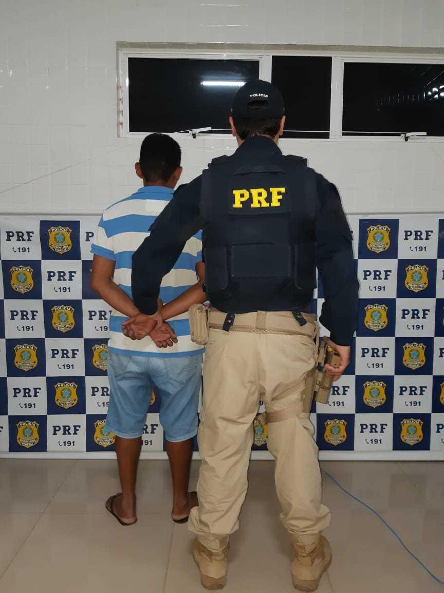 Motorista tenta subornar agentes da PRF e é preso por corrupção ativa