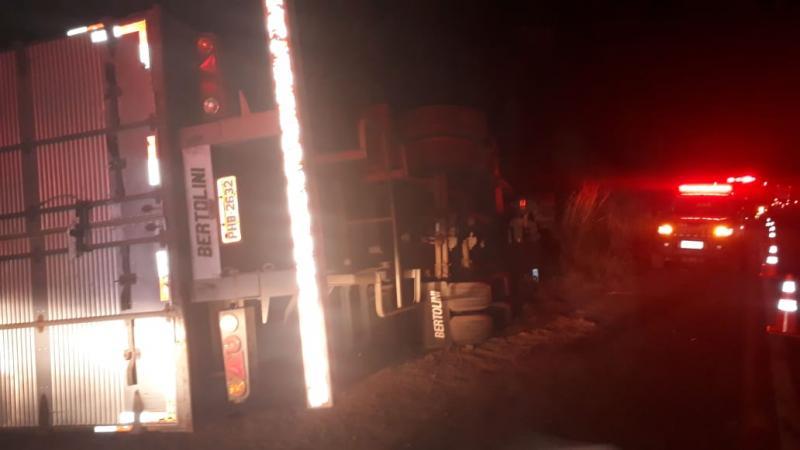 Motorista morre ao colidir em árvore na BR-316