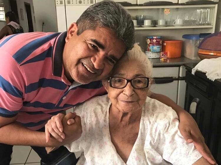 Aos 87 anos morre Euza Mascarenhas, mãe do prefeito de Corrente