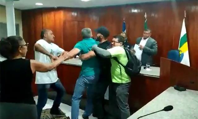 Sessão em Câmara Municipal é marcada por tumulto no Piauí